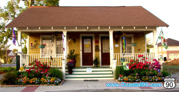 Twin Light Creations located in Old Town Bay St. Louis Mississipps. Great shops for art, lamps, and other decor items.
